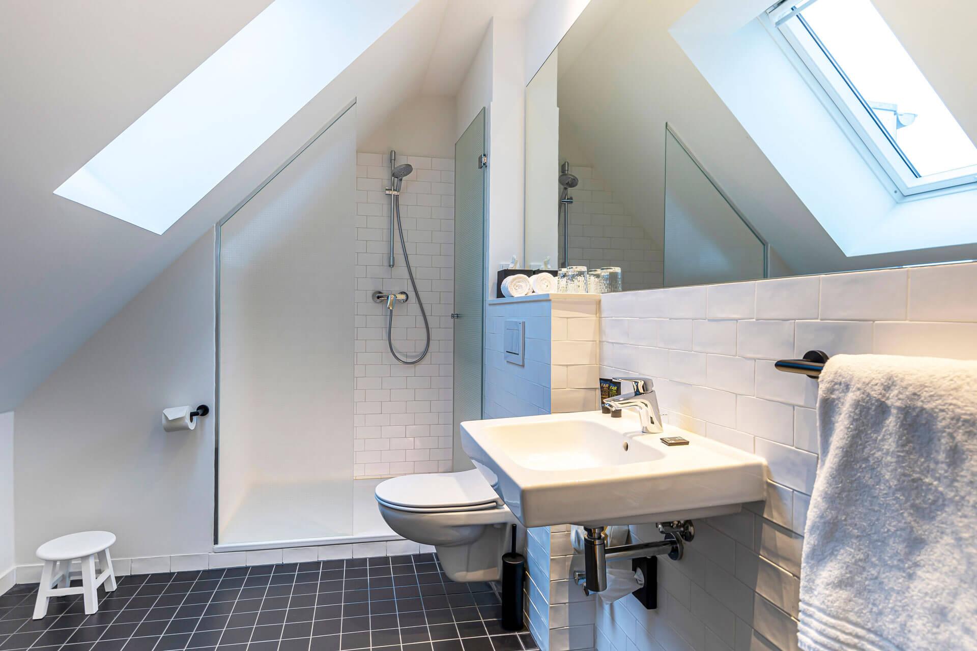 Hotel-Meerzeit-Doppelzimmer DZ Deluxe_Badezimmer