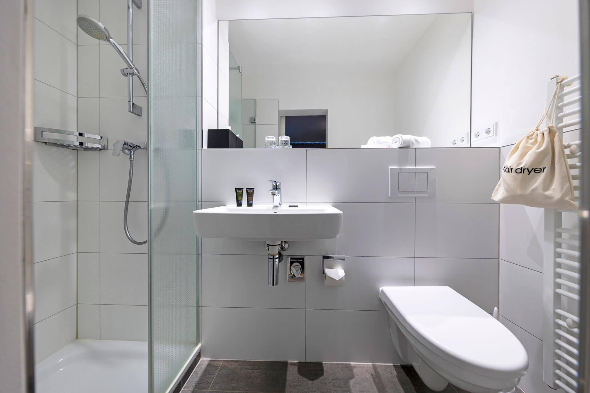 Hotel-Meerzeit-Doppelzimmer Standard_Badezimmer